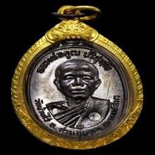เหรียญหลวงพ่อคูณ ปี2517 พร้อมทองสวยๆ สภาพสวยแชมป์