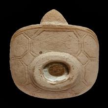 ที่บรรจุพระธาตุรูปเต่า เนื้อหินแกะบุษย์น้ำทอง กรุฮอด