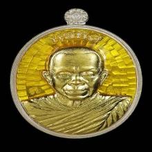 หลวงพ่อคุณแซยิด เนื้อเงินลงยาเหลือง หน้ากากทองคำ หลังยันต์