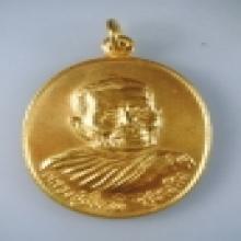 เหรียญทองคำ หลวงปู่แหวน รุ่นทหารเรือ ปี 20 no. 18
