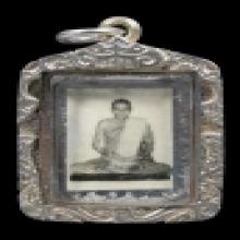 หลวงพ่อกวย รูปถ่ายขาวดำนั่งเต็มองค์ปี15
