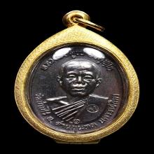 เหรียญหลวงพ่อคูณ ปี 2517 บล็อคห้าแตกวงเดือน