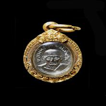 เหรียญเม็ดแตง หน้าผากสี่เส้น พิมพ์ลึก ปี 06