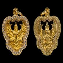 พญาครุฑ รุ่นโคตรรวย เนื้อทองคำ พ.ศ. 2537 พระอาจารย์วราห์