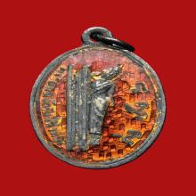 เหรียญพระนอนจักรสีห์ สิงห์บุรี เนื้อเงินลงยา