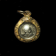เม็ดแตงหลวงปู่ทวด ปี 08 เลี่ยมทองพร้อมใช้
