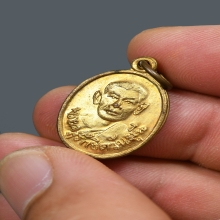 เหรียญรุ่นแรกหลวงพ่อถริ วัดป่าเลไลยก์ เนื้อทองแดงกะไหล่ทอง