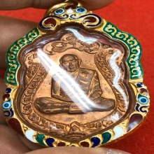 เหรียญเสมาทองแดงปู่ทิม สภาพสวยแชมป์ แดงสุดๆเลี่ยมทอง