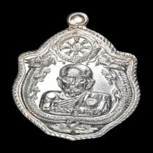 หลวงปู่หมุนเหรียญมังกรคู่เนื้อเงินสวยแชมร์ โชว์