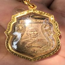เหรียญหลวงพ่อเม้ยวัดลาดเมธังจังหวัดราชบุรีบล็อคแตกนิยมครับ