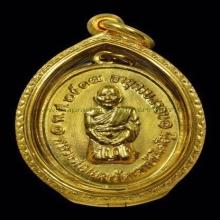 หลวงพ่อแดง วัดเขาบันไดอิฐ คุกเข่าทองคำ